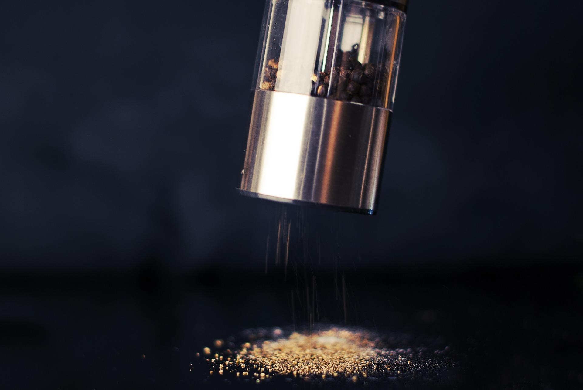 Młynki do soli, pieprzu i przypraw - czym kierować się podczas wyboru?