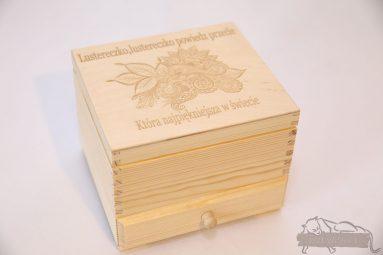 Drewniane pudełko na koperty ślubne małe-grawer 20