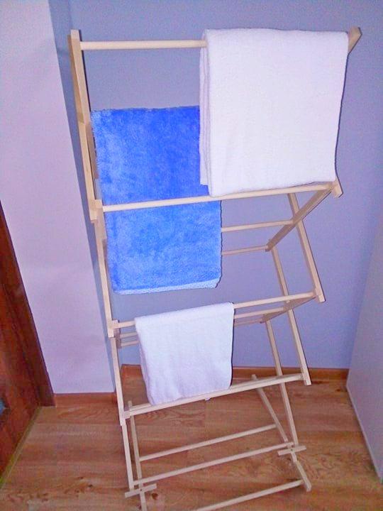 Drewniany stojak na ręczniki 1