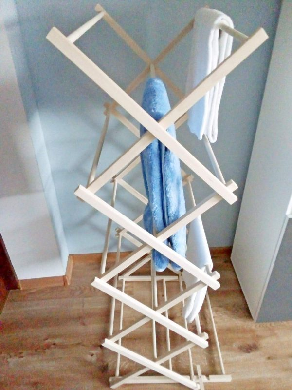 Drewniany stojak na ręczniki 2
