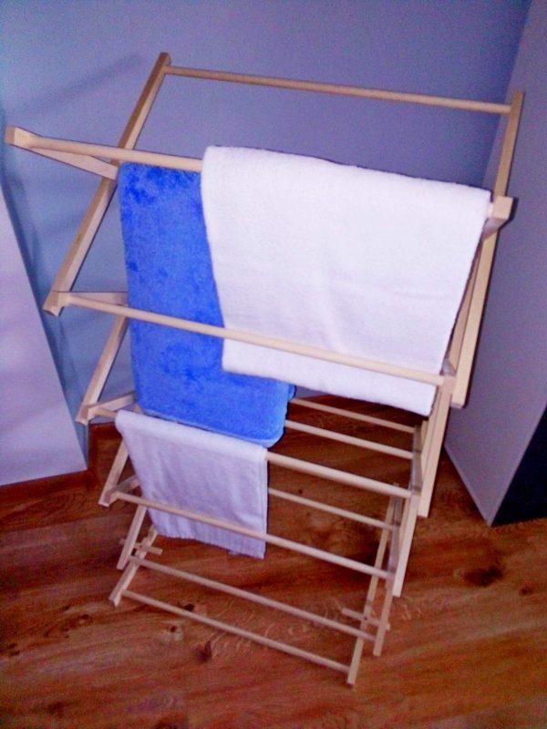 Drewniany stojak na ręczniki